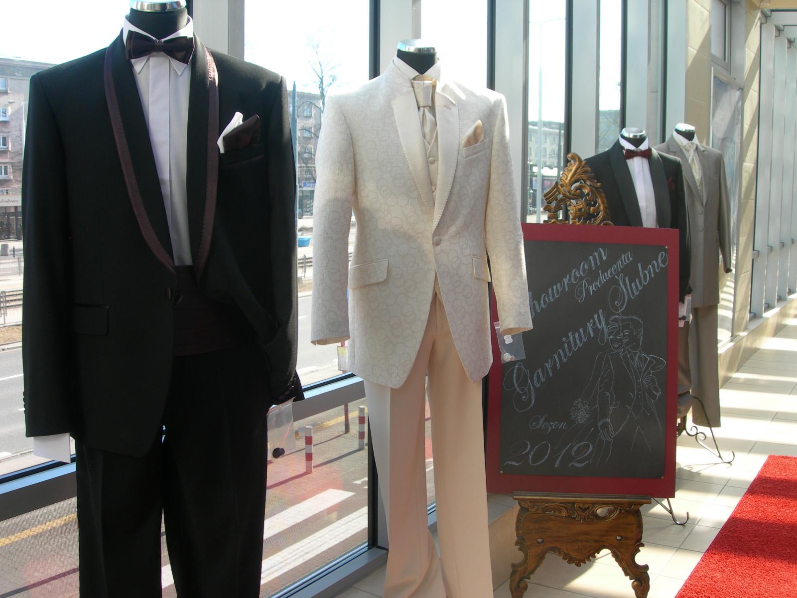 259e89a906389 Produkcja odzieży męskiej ślubnej to jedna z naszych specjalności.  Serdecznie zapraszamy !!!